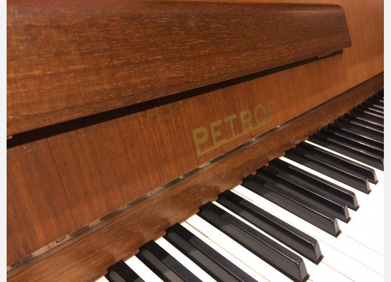 Petrof 106